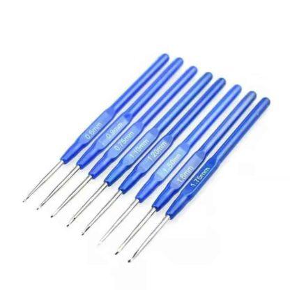 Set med 8 st. virknålar med blått handtag