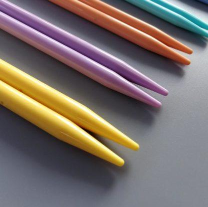 N018 - Set med 7 st. storlekar Strumpstickor i plast